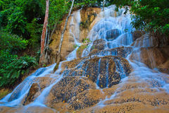 Sai Yok Noi vattenfall i Thailand Royaltyfri Foto