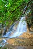 Sai Yok Noi vattenfall i Thailand Royaltyfria Bilder