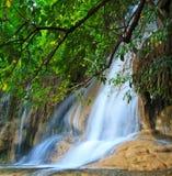 Sai Yok Noi vattenfall i Thailand Arkivbild