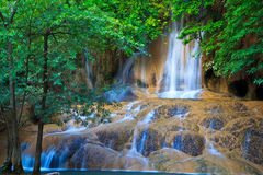Sai Yok Noi vattenfall i Thailand Royaltyfri Fotografi