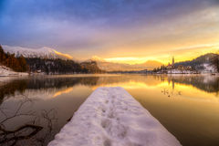 Saigné avec le lac en hiver, la Slovénie, l'Europe Photos stock