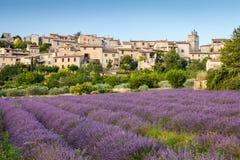 Saignondorp bij zonsondergang, de Provence, Frankrijk Stock Foto