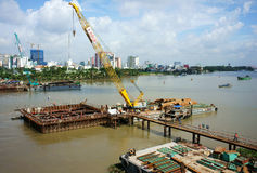 Εργοτάξιο οικοδομής στον ποταμό Saigon Στοκ Φωτογραφία