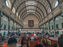 SAIGON DE HO CHI MINH CITY, VIETNAME - EM JULHO DE 2019: Estação de correios central de Saigon imagens de stock royalty free