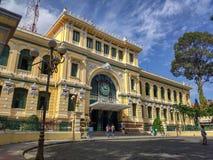 SAIGON DE HO CHI MINH CITY, VIETNAME - EM JULHO DE 2019: Estação de correios central de Saigon imagem de stock