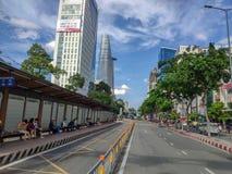 SAIGON DE HO CHI MINH CITY, VIETNAME - EM JULHO DE 2019: Torre financeira de Bitexco Vista da terra imagens de stock