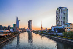 SAIGON, VIETNAM - 20 aprile 2016 - paesaggio dell'impressione della città di Ho Chi Minh ad alba Fotografia Stock Libera da Diritti