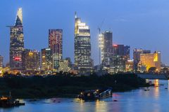 SAIGON, VIETNAM - 27. Dezember 2016 - Entwicklung von Bezirk 1, Ho Chi Minh City mit vielen modernen Gebäuden und Büros Stockbild