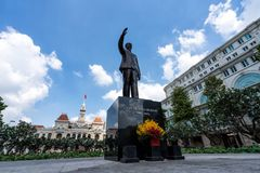 Saigon, Vietnam - 2/17/19 - estatua conmemorativa de Ho Chi Minh fotos de archivo libres de regalías