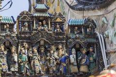 SAIGON, VIETNAM - 13 février 2018 - Chua Ba Thien Hau Temple avec la poterie de Cay Mai décorée sur le toit Photographie stock