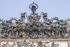 SAIGON, VIETNAM - 13 février 2018 - Chua Ba Thien Hau Temple avec la poterie de Cay Mai décorée sur le toit Images libres de droits