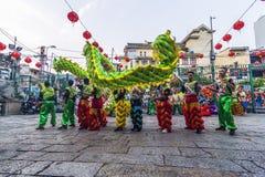 SAIGON, VIETNAM - 15 février 2018 - danse de dragon et de lion montrent dans le festival chinois de nouvelle année photographie stock