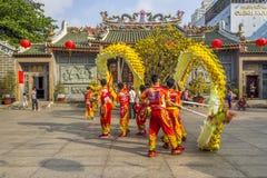 SAIGON, VIETNAM - 15 febbraio 2018 - ballo di leone e del drago mostrano nel festival cinese del nuovo anno Fotografie Stock