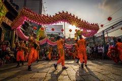 SAIGON, VIETNAM - 15 febbraio 2018 - ballo di leone e del drago mostrano nel festival cinese del nuovo anno Fotografia Stock