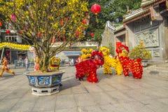 SAIGON, VIETNAM - 15. Februar 2018: Drache- und Löwetanz zeigen im chinesischen Festival des neuen Jahres Stockfoto
