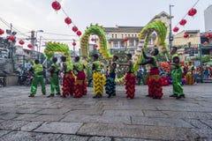SAIGON, VIETNAM - 15. Februar 2018 - Drache- und Löwetanz zeigen im chinesischen Festival des neuen Jahres Stockfotos