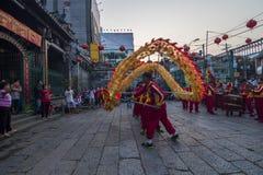 SAIGON, VIETNAM - 15. Februar 2018 - Drache- und Löwetanz zeigen im chinesischen Festival des neuen Jahres Lizenzfreies Stockbild
