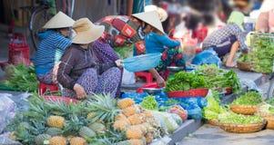 Saigon, Vietnam - giugno 2017: mercato asiatico dell'alimento della via, Saigon, Vietnam Immagine Stock