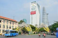 Saigon, Vietnam, Januar, 20, 2015 Autos nahe dem Bitexco-Turm in Saigon Lizenzfreies Stockfoto