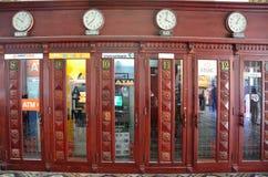 Saigon, Vietnam, janvier, 20, 2015 Personne, cabines téléphoniques dans le bureau de poste central de Saigon Photographie stock