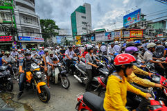 Saigon, Vietnam - 15. Juni: Straßen-Verkehr am 15. Juni 2011 in Saig stockbilder
