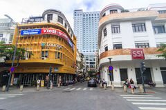 SAIGON, VIETNAM - 31. Mai 2016 - die Ecke von Nguyen Hue-Straße gehend mit Kaffeestubenamen ist CIAO Coffee- und SSI-Speicher Stockfoto