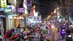 SAIGON, VIETNAM - MAI 2014 : Vie nocturne avec des barres et des bars banque de vidéos