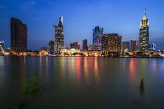 SAIGON, VIETNAM - MAJ 03, 2017 - utveckling av område 1, Ho Chi Minh City med många moderna byggnader och kontor Royaltyfri Bild
