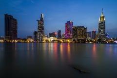 SAIGON, VIETNAM - MAJ 03, 2017 - utveckling av område 1, Ho Chi Minh City med många moderna byggnader och kontor Royaltyfri Foto