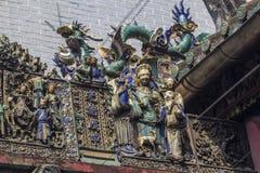 SAIGON, VIETNAME - 13 de fevereiro de 2018 - Chua Ba Thien Hau Temple com a cerâmica de Cay Mai decorada no telhado imagens de stock