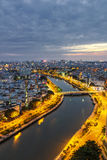SAIGON, VIETNAME - 26 DE JUNHO DE 2015: Arquitetura da cidade da ponte de Ho Chi Minh Ciy e de Khanh Hoi Fotos de Stock