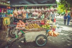 SAIGON, WIETNAM, CZERWIEC 26, 2016: Jedzenie na ulicie Zdjęcie Stock
