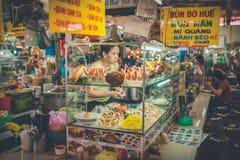 SAIGON, WIETNAM, CZERWIEC 26, 2016: Jedzenie na ulicie Fotografia Stock