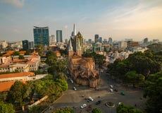 SAIGON WIETNAM, PAŹDZIERNIK, - 01, 2016 Notre Damae Katedralny wietnamczyk: Nha Tho Duc półdupki Zdjęcie Royalty Free