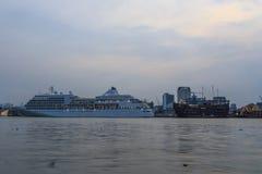 SAIGON, WIETNAM Silversea Pływa statkiem łódź cumującą przy Saigon portem, Wietnam - DEC 26, 2016 - Obrazy Royalty Free