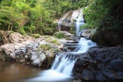 Saikuwaterval in nationaal park bij Prachuapkhirikhan-provincie Royalty-vrije Stock Foto