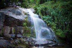 Saikuwaterval in nationaal park bij Prachuapkhirikhan-provincie Royalty-vrije Stock Fotografie