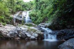 Saikuwaterval in nationaal park bij Prachuapkhirikhan-provincie Royalty-vrije Stock Afbeeldingen