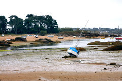 Sail boat at low tide sea Royalty Free Stock Images