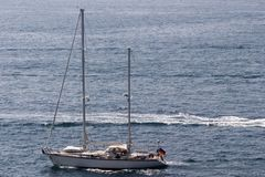 Sail boat speeding Royalty Free Stock Photos
