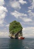 Sail boat at a tropical island Royalty Free Stock Photography