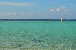 Sailboarder no oceano Imagens de Stock Royalty Free