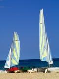 Sailboards op het strand Stock Foto