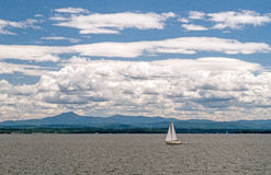 Sailboat, λίμνη Champlain, Βερμόντ στοκ φωτογραφία