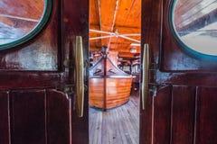 Sailboat γέφυρα από κάτω από Στοκ Φωτογραφίες