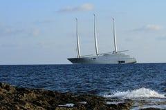 Sailboat ο ιστός κυμάτων θάλασσας σκαφών καλύπτει το σχέδιο ακτών στοκ εικόνες