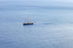 Sailboat που πλέει με τα πανιά Στοκ φωτογραφίες με δικαίωμα ελεύθερης χρήσης