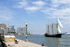 sailboat προκυμαία Στοκ εικόνες με δικαίωμα ελεύθερης χρήσης