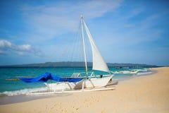 Sailboat στην παραλία Puka, Boracay, Φιλιππίνες Στοκ Εικόνες