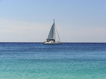 Sailboat στη θάλασσα Στοκ φωτογραφίες με δικαίωμα ελεύθερης χρήσης